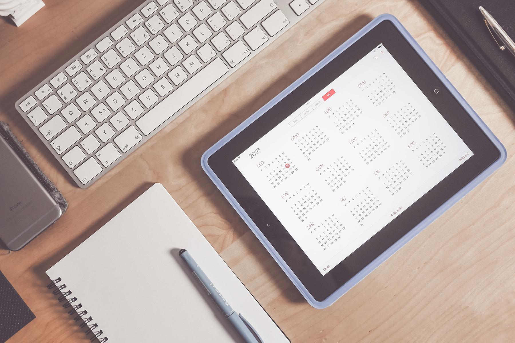 calendar-app-business-time-management-workspace-picjumbo-com