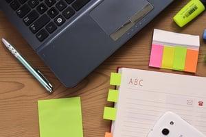 desk-laptop-notebook-pen