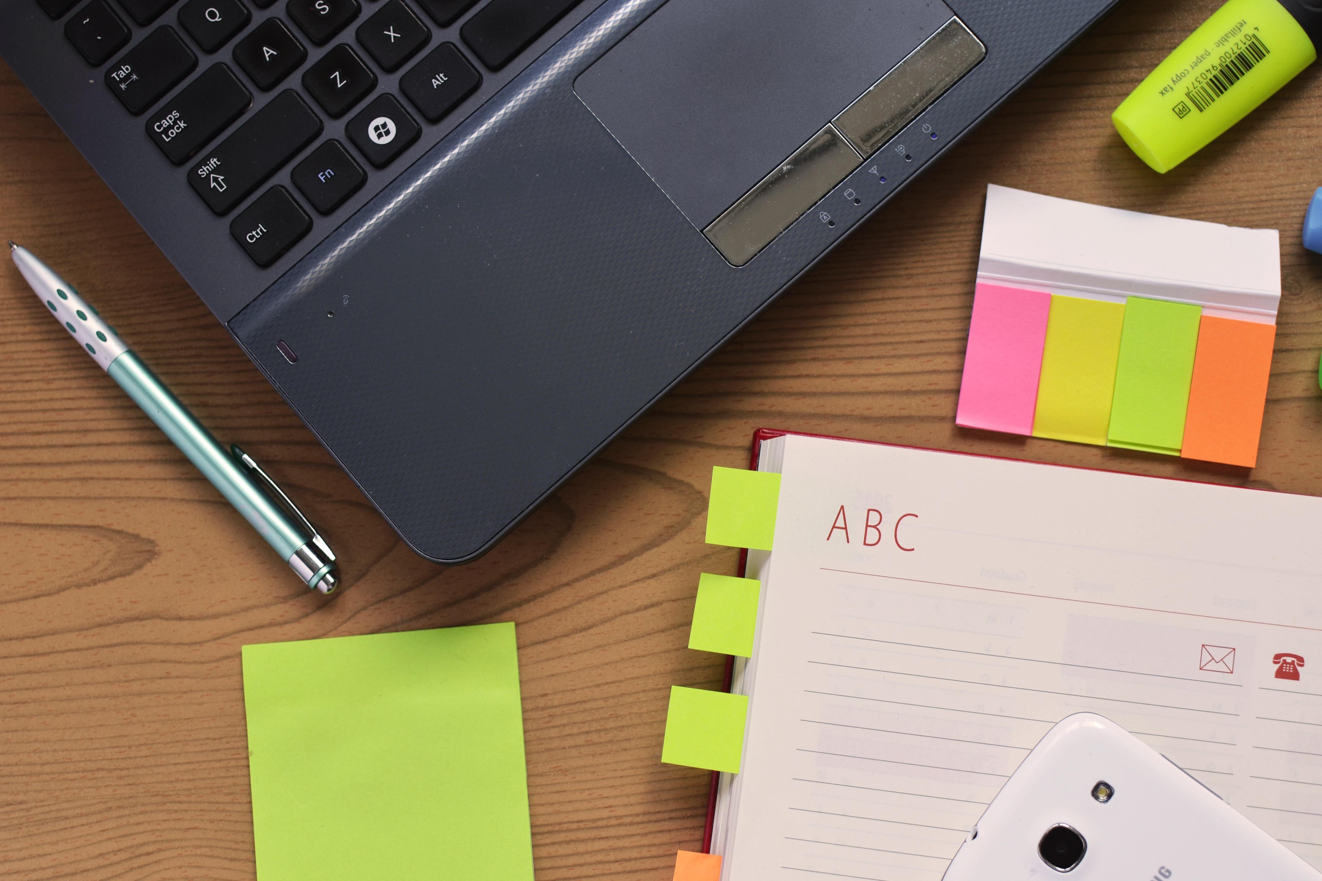 desk-laptop-notebook-pen.jpg